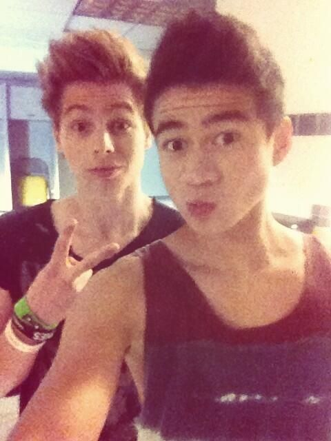 calum hood and luke hemmings 5sos pinterest happy