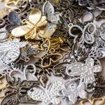 Подвески металлические, цветовой микс купить в Москве и Санкт-Петербурге | Цена на подвески на шею в интернет-магазине Crystal's