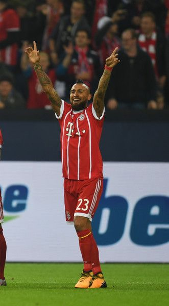 Bayern Munich's Chilean midfielder Arturo Vidal celebrates during the German First division Bundesliga football match between FC Schalke 04 and FC Bayern Munich in Gelsenkirchen, western Germany, on September 19, 2017. / AFP PHOTO / PATRIK STOLLARZ / RESTRICTIONS: DURING MATCH TIME: DFL RULES TO LIMIT THE ONLINE USAGE TO 15 PICTURES PER MATCH AND FORBID IMAGE SEQUENCES TO SIMULATE VIDEO. == RESTRICTED TO EDITORIAL USE == FOR FURTHER QUERIES PLEASE CONTACT DFL DIRECTLY AT + 49 69 650050.