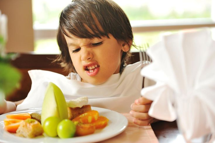 5 tricks to make your kids eat their fruits & veggies | Getting your kids to eat their vegetables can feel like a chore – for both of you. Sometimes even little things can make vegetables more appealing to a younger palate. Try these five tips and refresh the way you serve veggies!