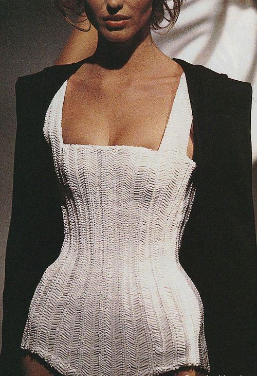 80s-90s-supermodels:  Thierry Mugler S/S 1998Model: Eva Herzigova                                                                                                                                                                                 Mehr