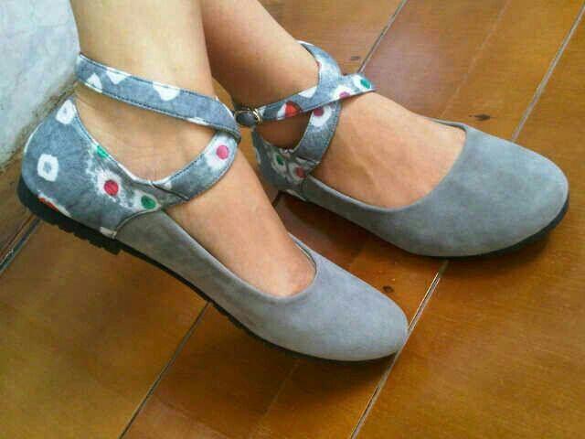 Bianca Jumputan Grey   #SepatuBatik #BatikShoes #FlatBatikIndonesia #BatikIndonesia #madeinindonesia #outfitoftheday #HandmadeShoes #TokoRayyasti #BatikKawung #BatikMadura #BatikJumputan #BatikGarutan #BatikParang