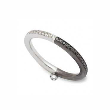 Ασπρόμαυρο πρωτότυπο ολόβερο σειρέ δαχτυλίδι από λευκόχρυσο και μαύρο χρυσό Κ18 με λευκά και μαύρα διαμάντια | Δαχτυλίδια ΤΣΑΛΔΑΡΗΣ στο Χαλάνδρι #σειρέ #διαμάντια #δαχτυλίδια #λευκόχρυσος #rings