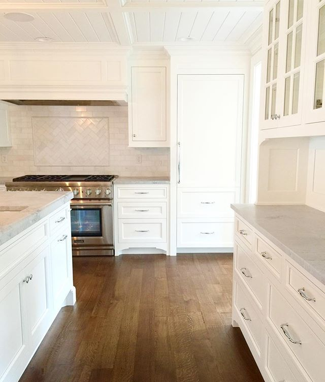 We do quarter-sawn white oak floors a lot cause they are classic, rock hard, and can stain any color. Plus, they be here for the next 50-100 years if maintained. Win-win. #hardwoodisbetter . .  #classic #architecture #carpentry #woodwork #hardwood #cabinets #kitchen #marble #utahbuilder #kitchen #herringbone