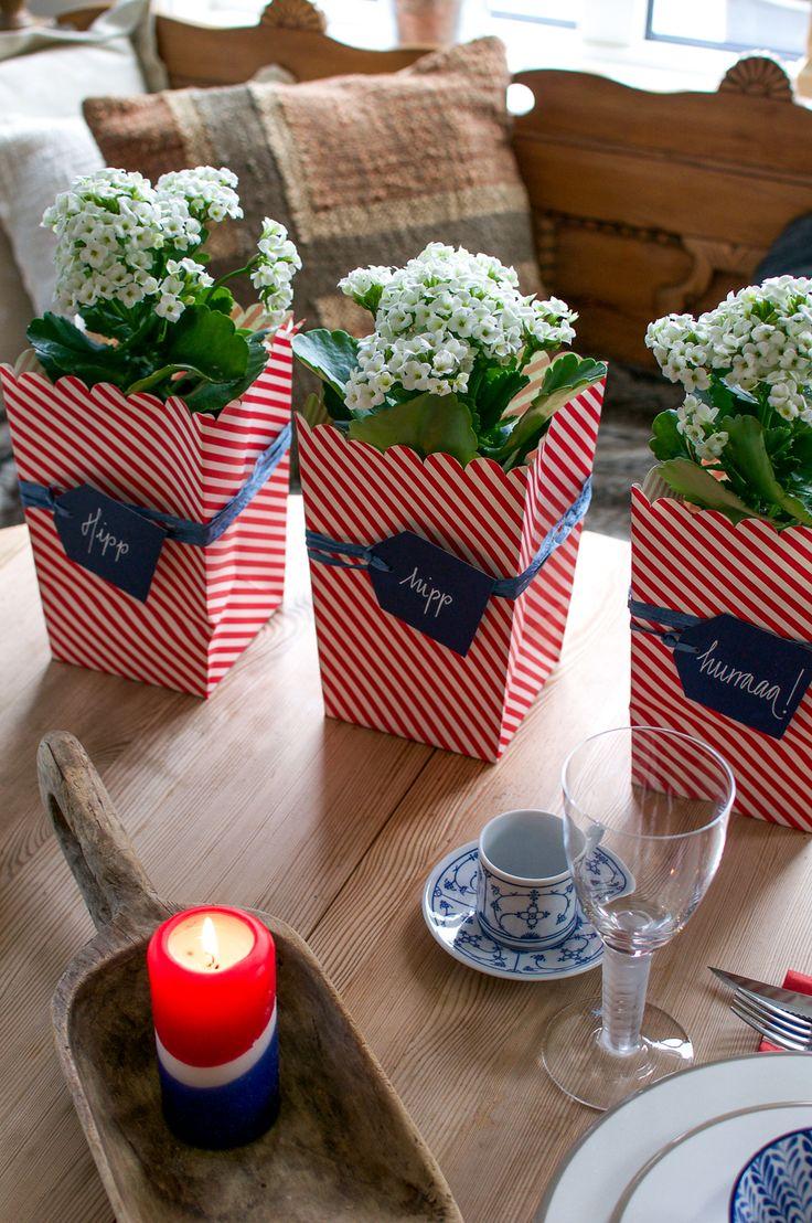 17. mai-blomster pynter vakkert opp på 17. mai-bordet.