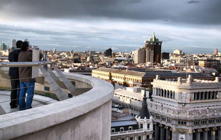 Vistas panorámicas al atardecer desde azotea del Círculo de Bellas Artes de Madrid