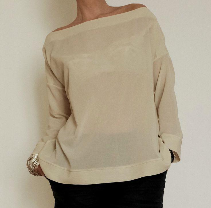Maglietta Maniche Lunghe - Maglietta Crema - T-Shirt Maniche Lunghe - Maglietta Larga - Maglietta Ampia - Scollatura Larga - Blusa Larga di atelierPop su Etsy