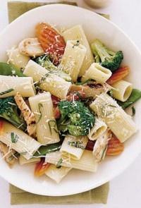Ριγκατόνι με κοτόπουλο και λαχανικά