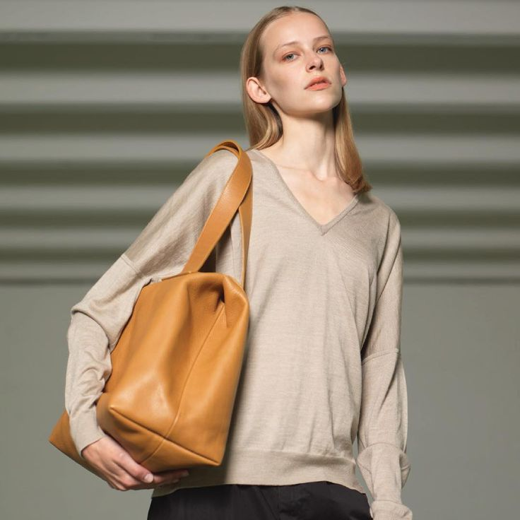 The tote on the shoulder