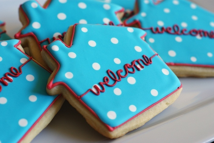 """Welcome cookies for a new neighbor, or add """"Home"""" to the words and it could be a soldier's Welcome Home cookies! [:"""