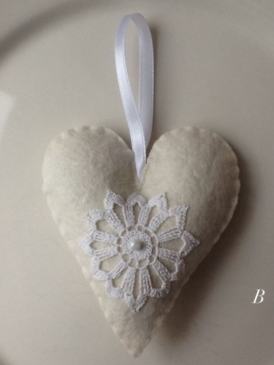 Felt lavender heart by http://www.breslo.hu/item/Levendula-sziv_2472#