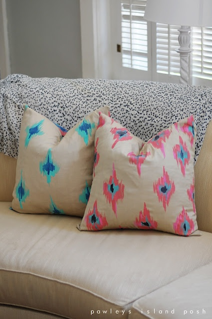 hand painted ikat pillowsPawleys Islands, Hands Painting Ikat, Diy Ikat, Ikat Pillows Painting, Blue Ikat, Pink Blue, Islands Posh, Diy Pillows, Fabrics Painting