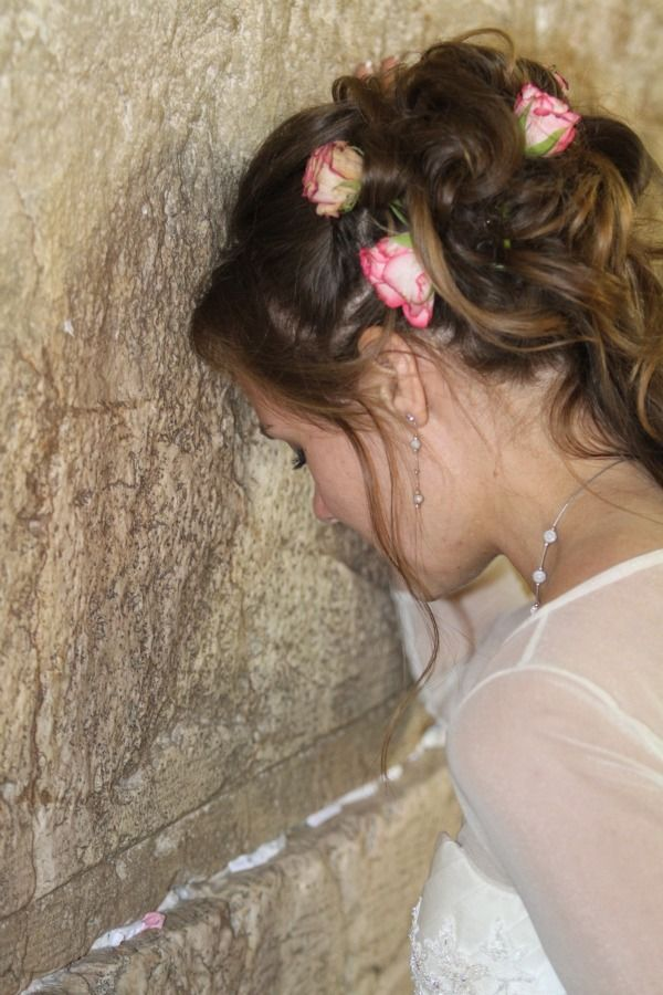 Bride at Western Wall in Israel - mazelmoments.com