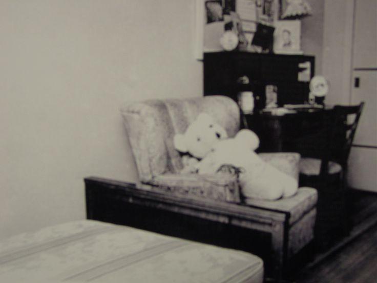 Habitaci n de nancy clutter fotograf a tomada el d a de los asesinatos el cad ver de la - Sofa herbergt s werelds ...