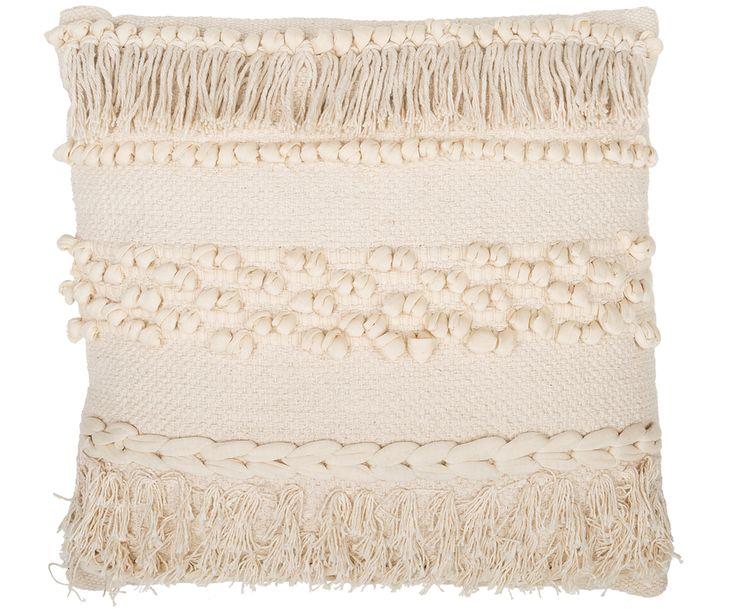 Schaffen Sie mit dem Kissen Talamanca in Beige mit Fransen und Knoten-Details Gemütlichkeit und lehnen Sie sich zurück. Shoppen Sie weitere tolle Textilien im Boho-Stil auf >> WestwingNow.