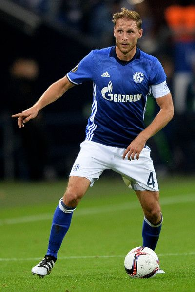 Benedikt Hoewedes of Schalke controls the ball during the UEFA Europa League match between FC Schalke 04 and FC Salzburg at Veltins-Arena on September 29, 2016 in Gelsenkirchen, Germany.