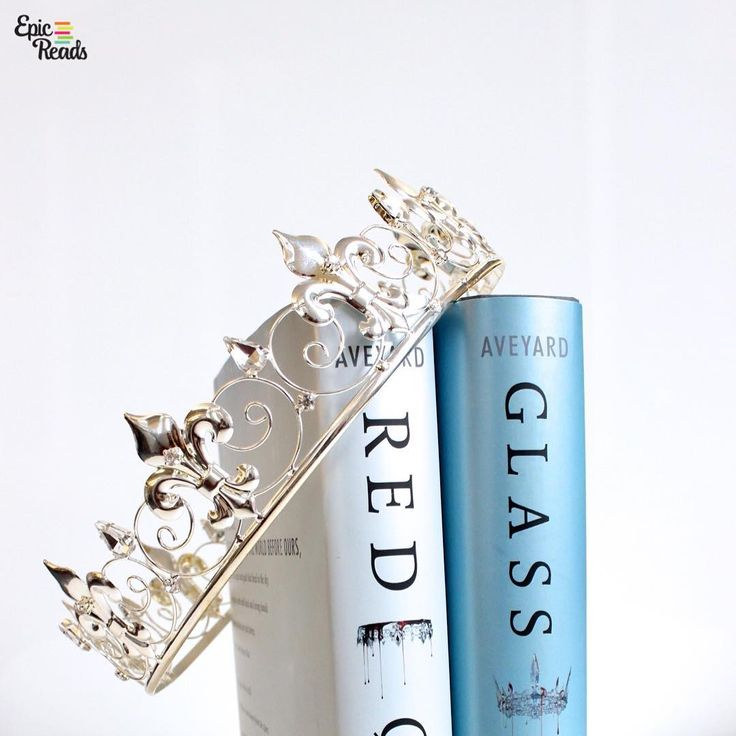Red Queen and Glass Sword by Victoria Aveyard - photo by @EpicReads on Instagram