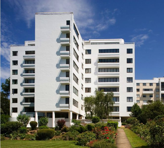 The recently renovated Highpoint I, Highgate, north London (1933-35) Architects: Berthold Lubetkin / Tecton