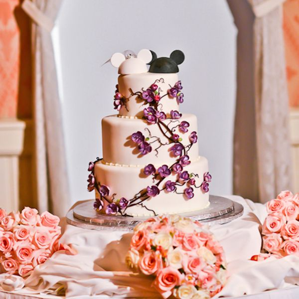 Our Favorite Disney Wedding Cakes, Mickey and Minne Ears wedding cake. I love this cake!!!
