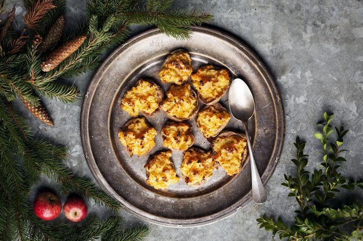 Istället för den traditionsenliga gratängen så fixar vi dubbelt bakad potatis med krispiga skal och krämig fyllning!