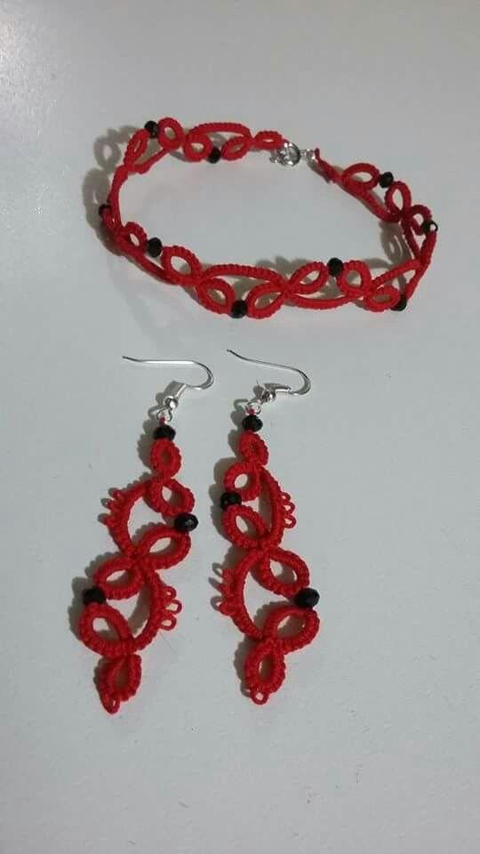Orecchini e braccialetto rossi