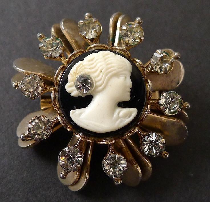 119 mejores imgenes sobre cameo en pinterest estilo antiguo vintage 1950s celluloid black and white cameo brooch pendant rhinestones aloadofball Gallery