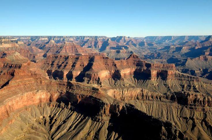 Twee weken lang, op je gemak door indrukwekkende landschappen in het westen van de VS. Je bezoekt minstens tien canyons, nationale parken en monumenten met namen als Joshua Tree, Grand Canyon, Bryce Canyon en Zion... En door een verblijf van twee nachten in Las Vegas en San Francisco zijn uitgebreide stadsverkenningen mogelijk. Je leest het al, een afwisselende reis die, zeker qua natuur, onvergetelijke indrukken zal achterlaten.