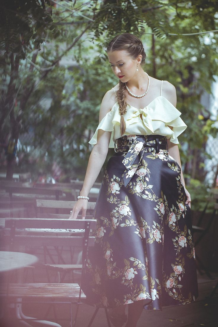 A vintage long skirt can complete an outfit perfectly. Chic, elegance and the old style air you will absolutely find in this article. Try it!