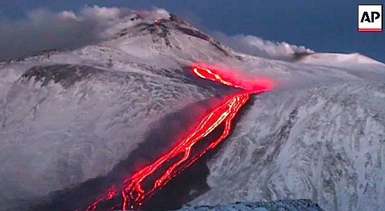 Italy's Mount Etna Erupts (RAW VIDEO)