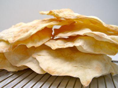 Pane carasau is een Sardijns brood dat in het verleden door herders, die maanden van huis waren, werd gegeten. Op het vaste land wordt dit brood carta da musica genoemd. Het brood dient zo dun mogelijk gebakken te worden en wel zo dun als een vel bladmuziek. Het brood is te vergelijken met matze en Indiasche chapatti. Een heerlijk krokant brood of cracker voor bij de soep of als antipasti.