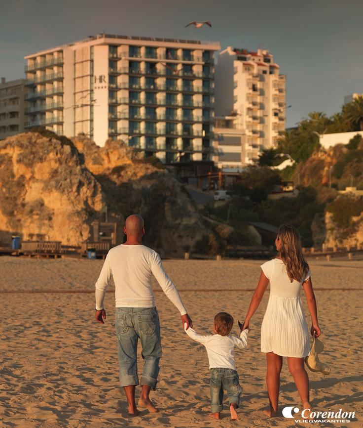Het heerlijke klimaat van de Algarve zorgt voor optimaal vakantieplezier. Gouden stranden met fijn zand, oude vissersdorpjes, kleine knusse straatjes en trendy barretjes en discotheken zijn allemaal terug te vinden in de Algarve. Als u verzekerd wilt zijn van mooi weer, een vriendelijke bevolking en eeuwenoud cultureel erfgoed, dan is een goedkope vakantie naar Portugal voor u de beste keus!