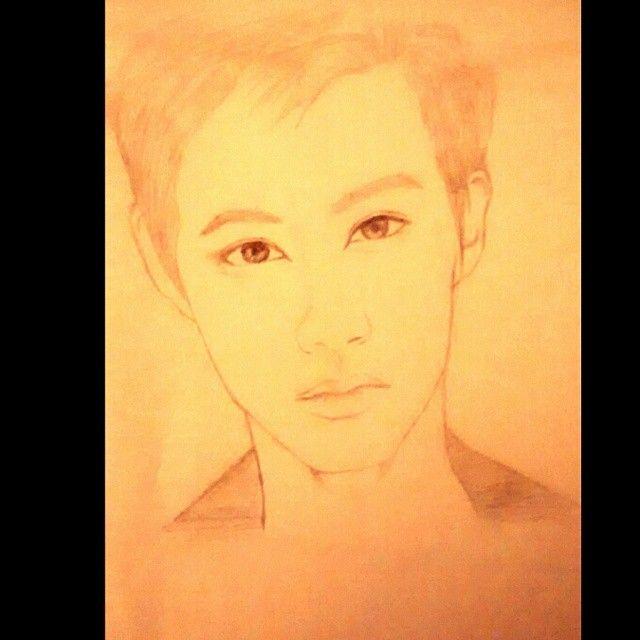 #exo #drawing 💜💜💜 quería dibujar a #suho aunque no se parece #chanyeol #lay #do #kai #luhan #suho #kris #chen #xiumin #tao #sehun #baekhyun igual se ve guapo 😍😍😍