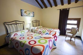 Con dos camitas de 105, una monada de habitación. Gigantes de Navarra, casa rural. Rutas en Bardenas.