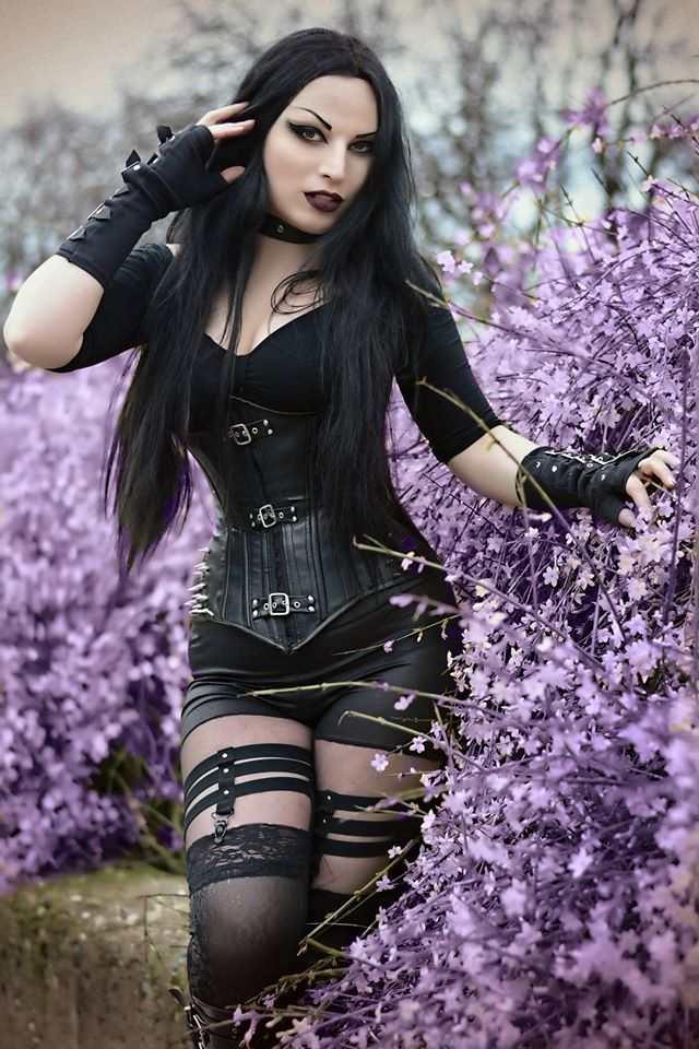 "gothicandamazing: ""  Model: Kali Noir Diamond Photo: Vanic Photography Legging: RQ-BL from The Gothic Shop Gloves: Re-Style Welcome to Gothic and Amazing 