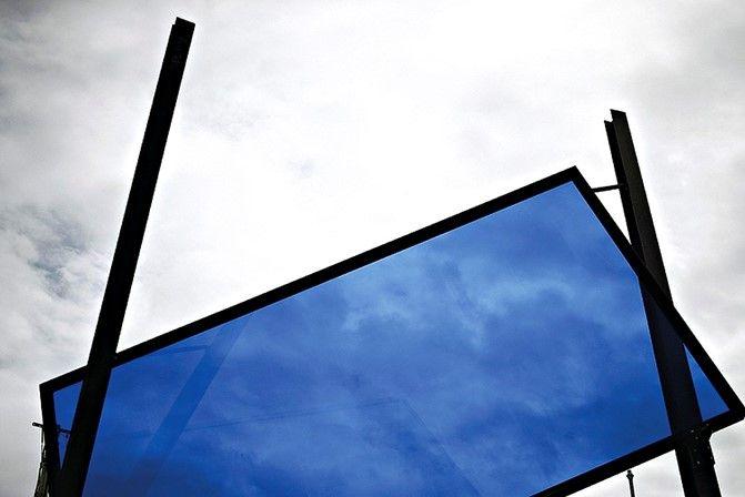 O artista português criou uma monumental escultura em vidro e ferro para levar à 57ª Bienal de Veneza - que começa este sábado, 13 de Maio. O GPS conversou com o autor sobre o seu processo de criação