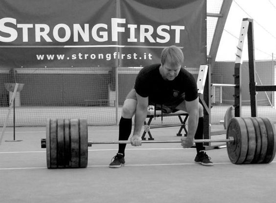 10 Essential Tips to Prepare for Your First Powerlifting Meet