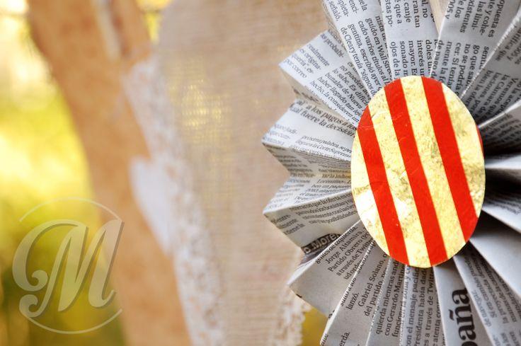 Guirnaldas flores papel y banderines arpillera. We love it!