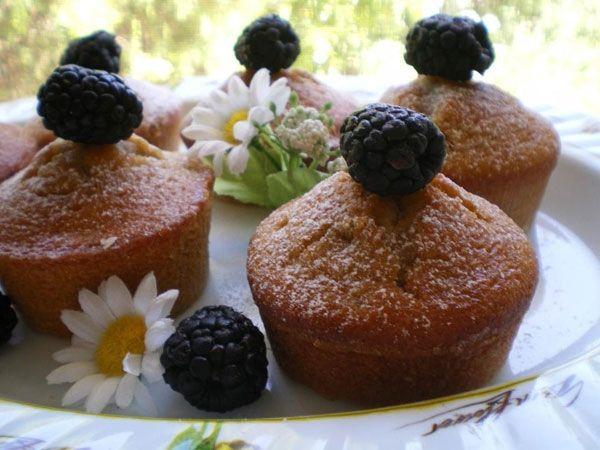 Mini cakes con farina integrale e more selvatiche - ricetta inserita da Nicoletta Semeraro