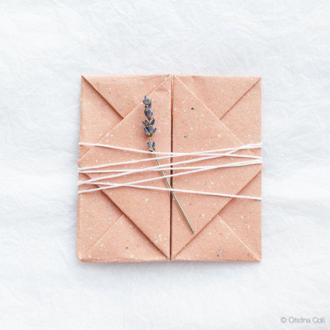 Origami envelope tutorial NASTAVAK: http://masorigami.blogspot.com.ar/2013/03/sobres-en-origami.html