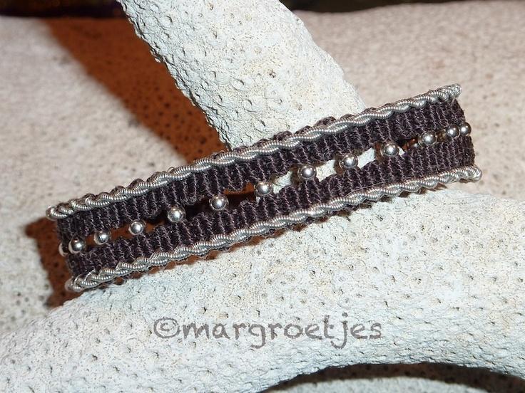 SaamMargroetje: Macramé with Tinthread ( tenntråd) ending with leather.