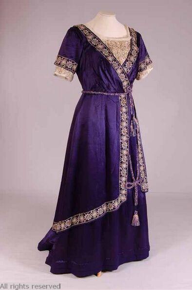 1910-1915 Dress, India. Via Mode Museum.