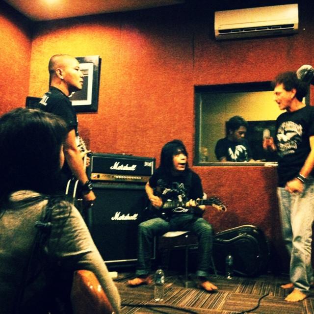 @kotakband_ Latihan bersama Ian Antono dan Ahmad Albar