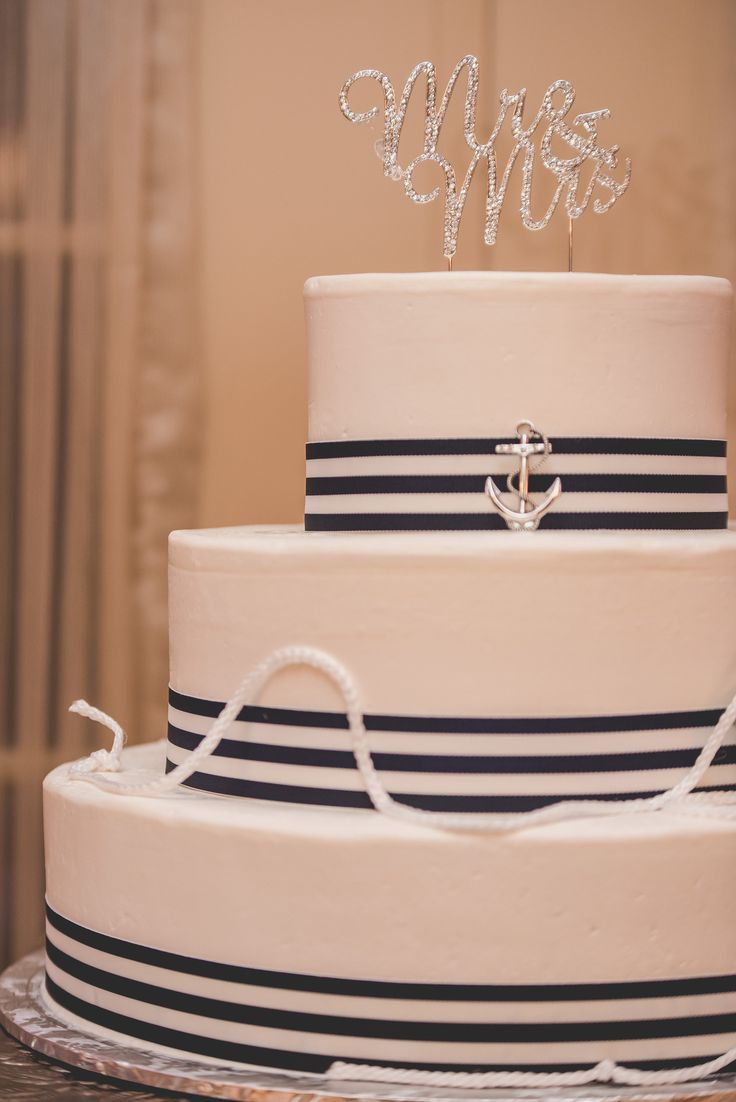 Jason and crystal in a evert wedding cakes