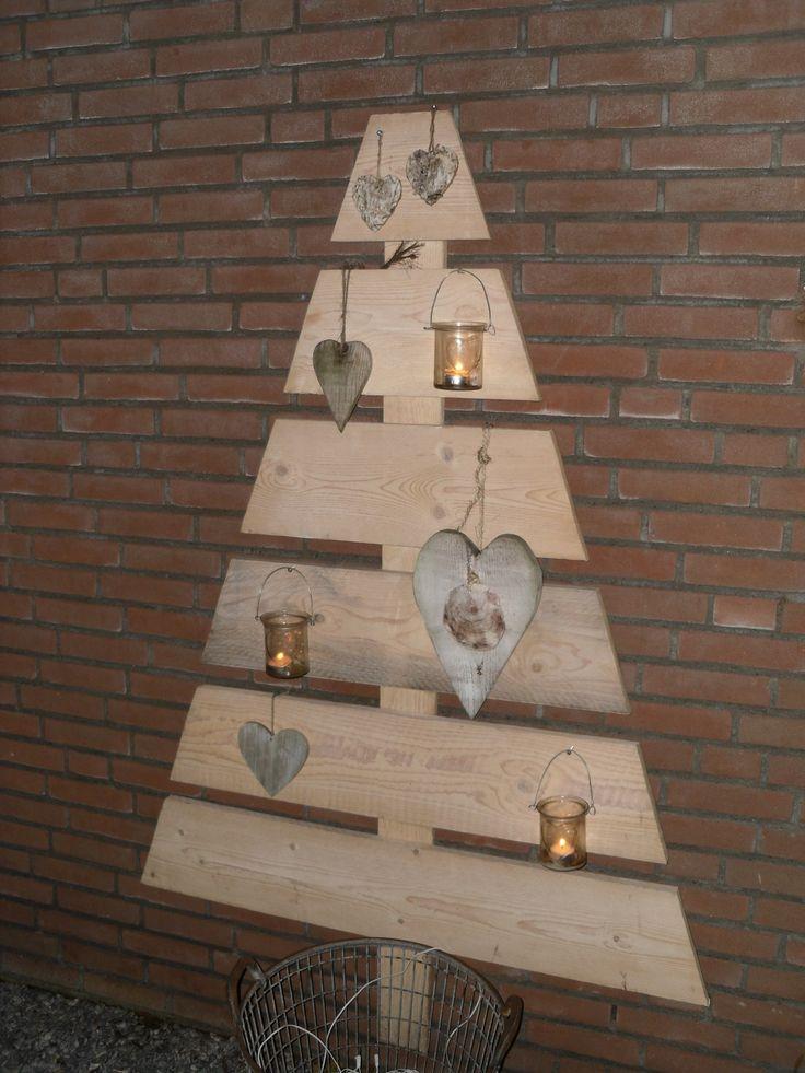 Houten kerstboom voor buiten.