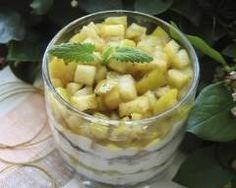 Verrine de fromage blanc, pommes et speculoos : http://www.cuisineaz.com/recettes/verrine-de-fromage-blanc-pommes-et-petit-beurre-67192.aspx