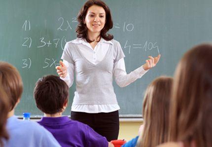 Vurdering for læring. Vurdering er en sentral del av undervisningen, og riktig utført kan den bygge bro mellom undervisning og læring. Vurdering tjener to formål: Å bruke elevens reaksjon til å forbedre undervisningen, og til å oppfordre eleven til å reflektere over egen læring.