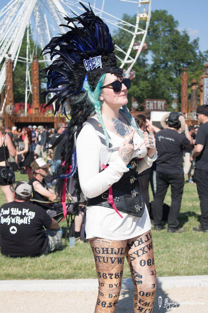Les festivaliers du Hellfest et leur tenue extravagante !