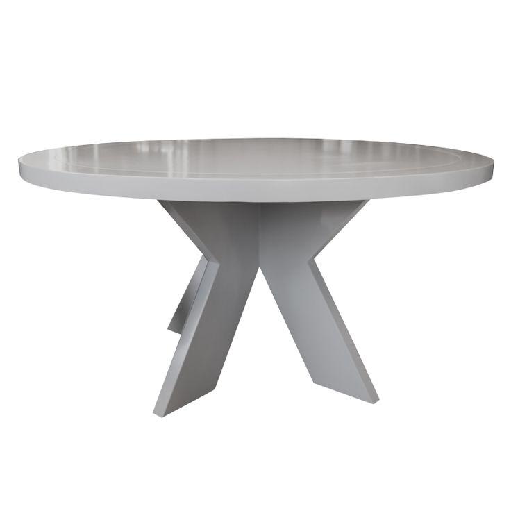 Lyon spisebord er et stort rundt bord i malt heltre. Farge: lys grå høyglans. 150 cm i diameter. www.krogh-design.no/shop/lyon-spisebord-150-lysgra/