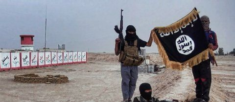 http://www.fr-online.de/terrorgruppe-islamischer-staat/900-zivilisten-in-syrien-entfuehrt-is-verschleppt-hunderte-kurden,28501302,34416094.html
