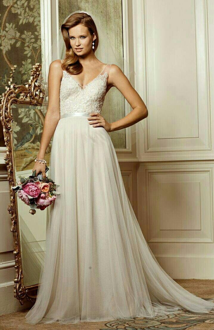 Bruidsjurk van het merk Watters. Deze romantische trouwjurk hangt bij ons in de winkel.